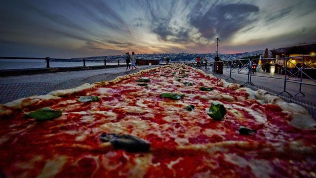 HISTORY OF PIZZA FROM NAPLES TO CALIFORNIA